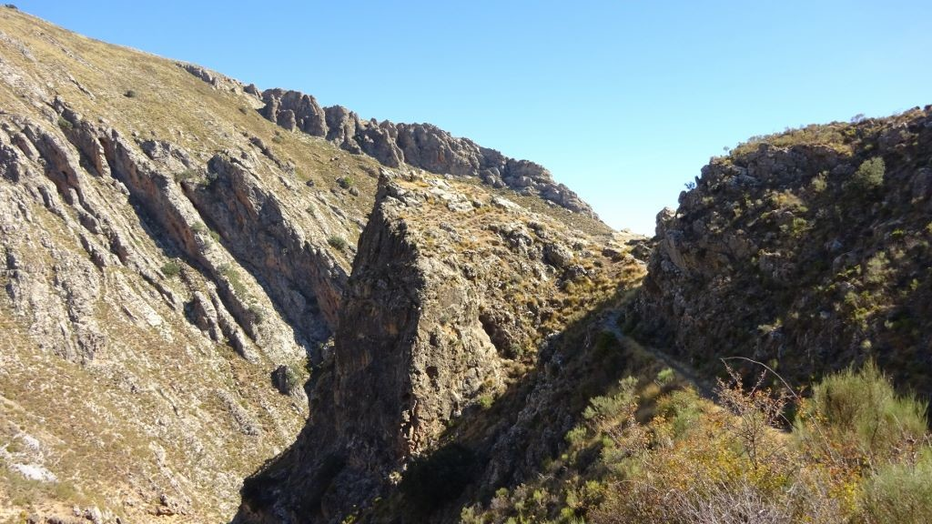spain-yoga-hiking-Gorge-views