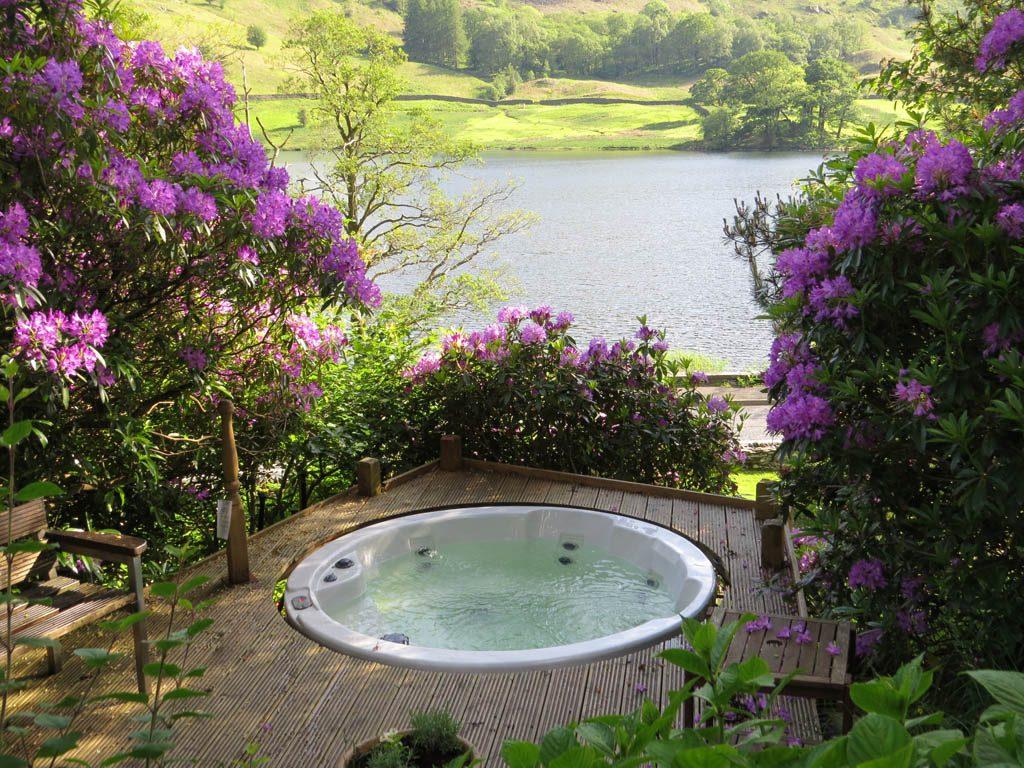 Autumn Nab Cottage Hot Tub